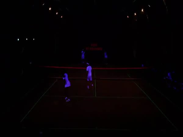 Hvězdná světelná tenisová exhibice