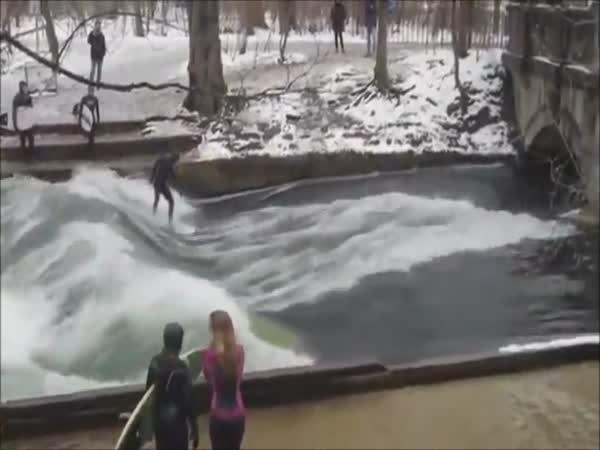 Surfování na řece