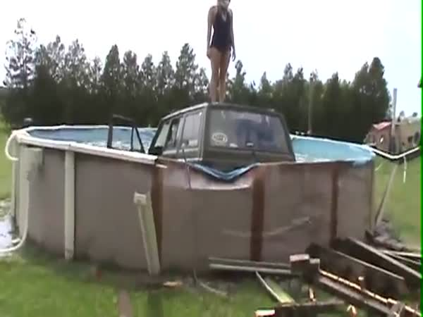 Jeep vs. bazén