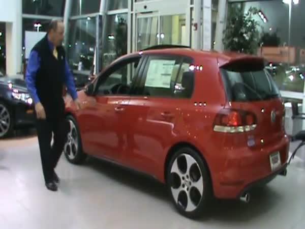 Šílený prodejce Volkswagenů