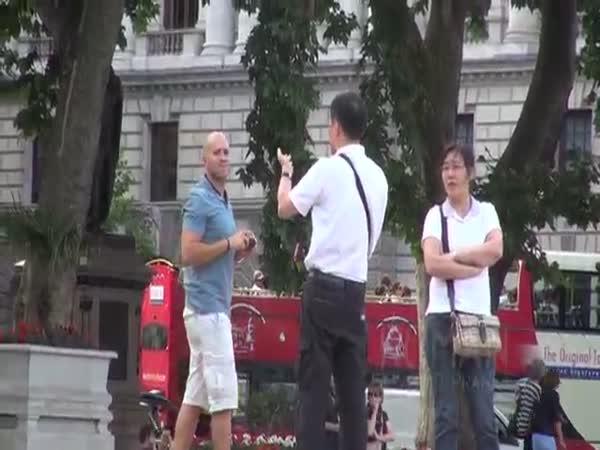 Nachytávka - Fotoaparát postřikovač