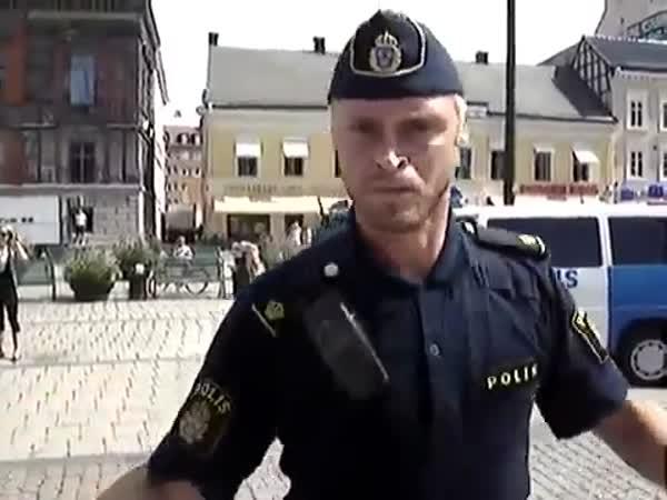 Tančící policista