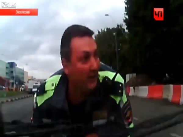 Řidič vzal policistu na vyjížďku