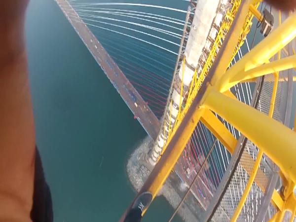 Blázni na mostě