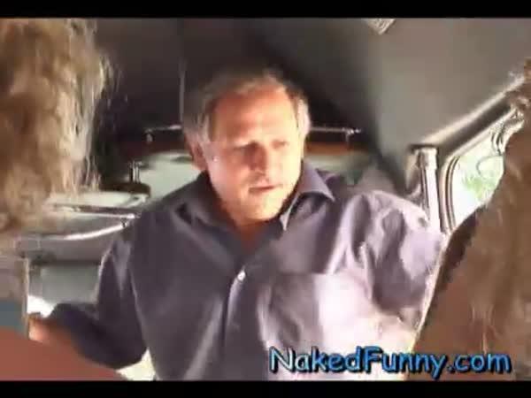 Nachytávka - nudistický autobus