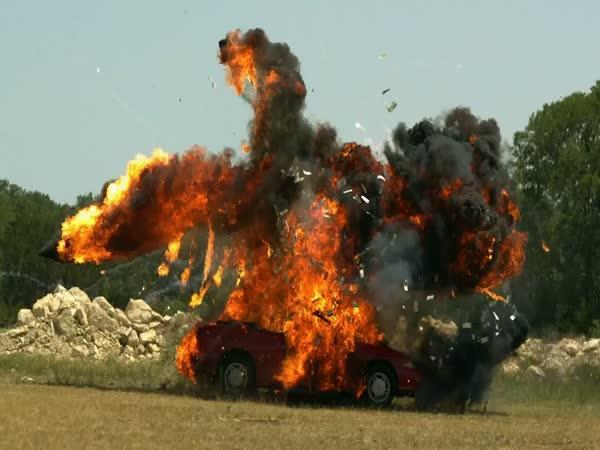 Exploze auta [slow motion]