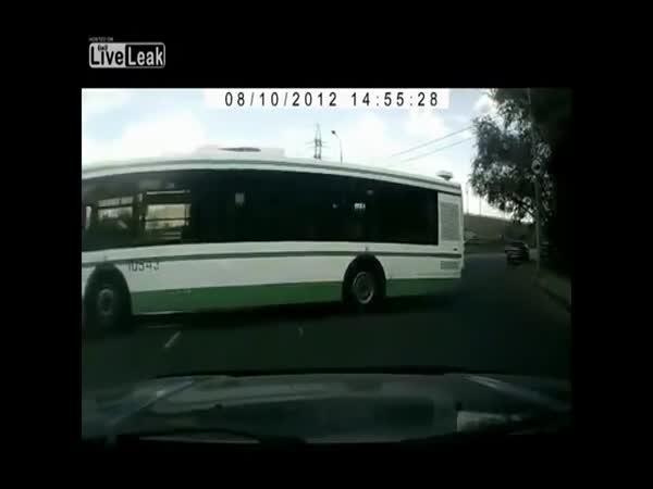 Jak (ne)řídit autobus [kompilace]