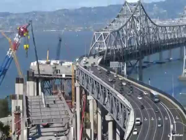 Timelapse - Stavba mostu v San Franciscu