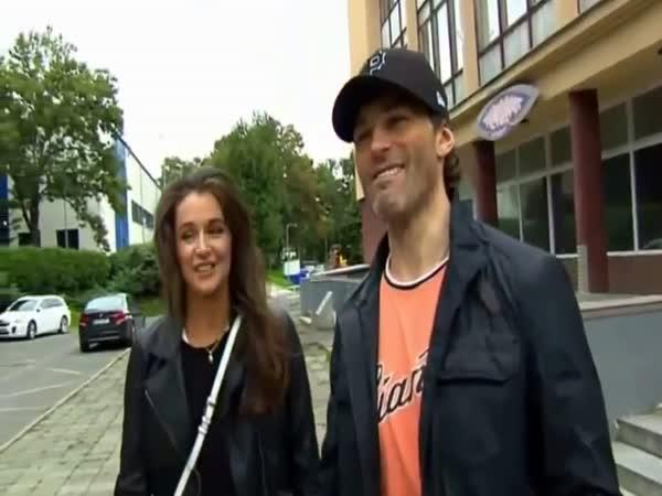 Jaromír Jágr a muž s kárkou
