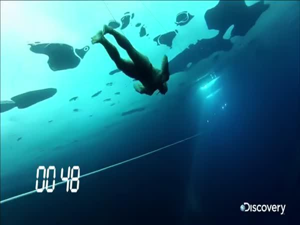 76 metrů pod ledem