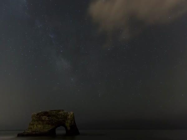 Noční obloha [timelapse]
