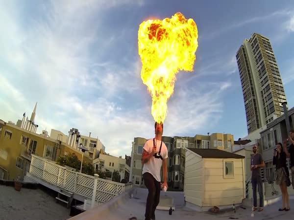 Chrlení ohně [slow motion]