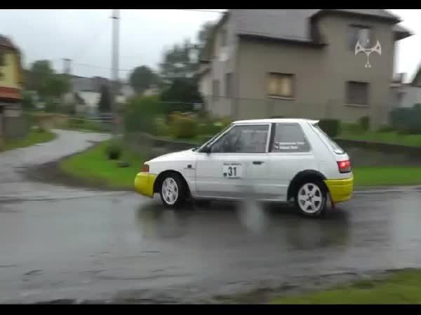Česká republika - Nebezpečná práce fotografa