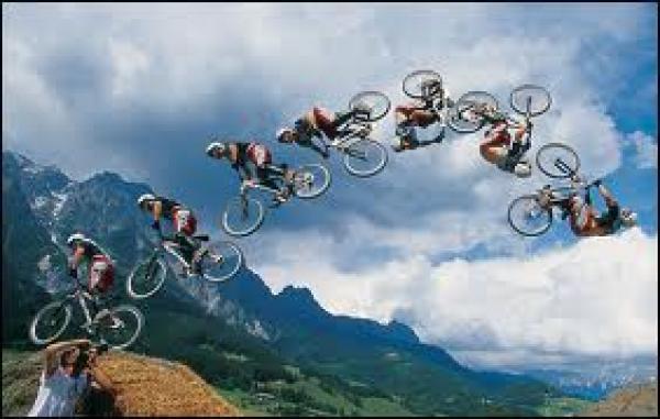 Mountain bike - Backflip nad dvaceti metrovým kaňonem