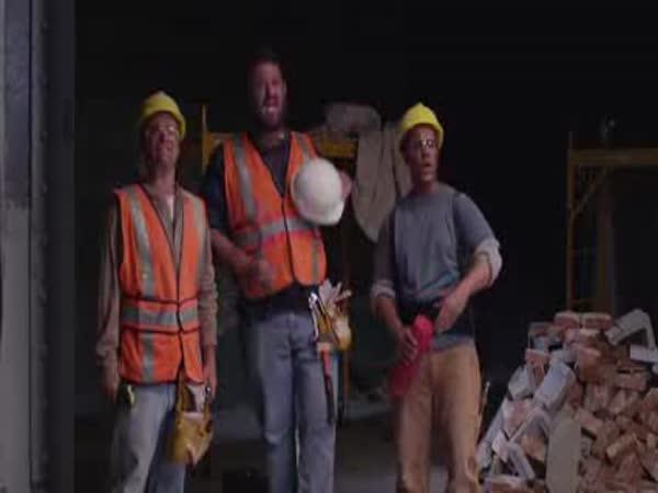 Dělníci reagují na Wrecking Ball