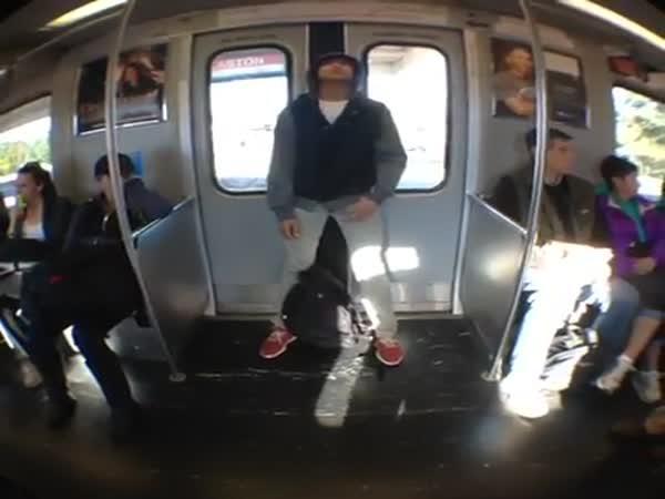 Spánek v metru