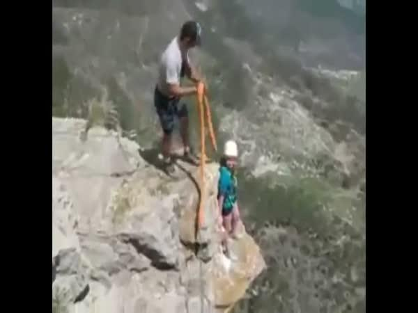 Bungee jumping - Příliš dlouhé lano