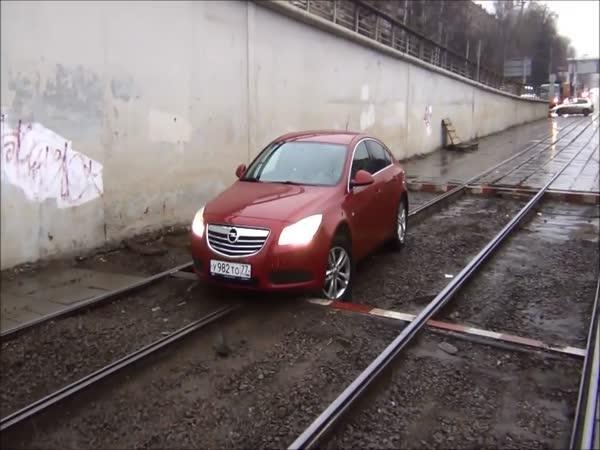 Auto po kolejích to nejde