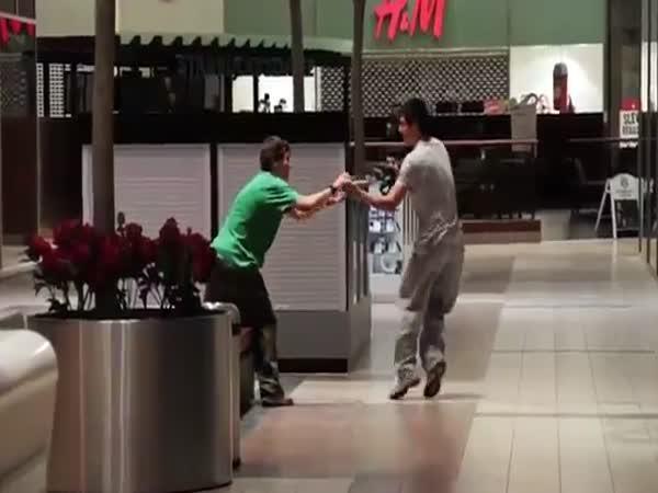 Freeruning v obchodním centru