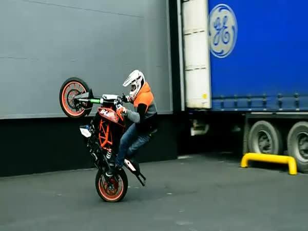Freestyle na motorce - borec
