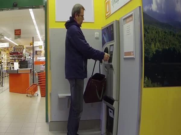 Skrytá kamera - automat na výkup lahví