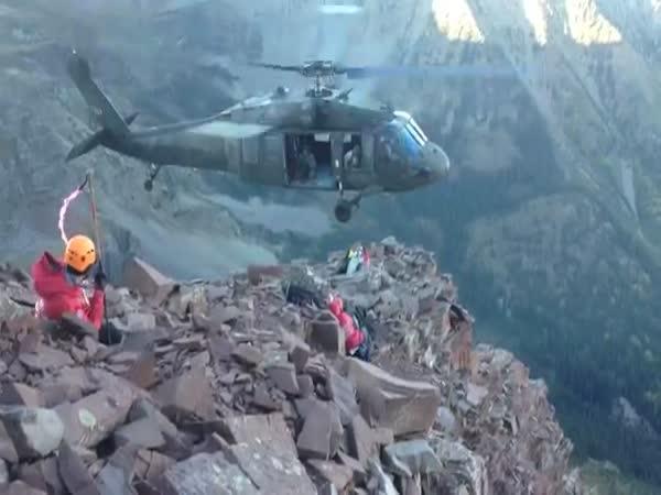 Pilot vrtulníku je borec
