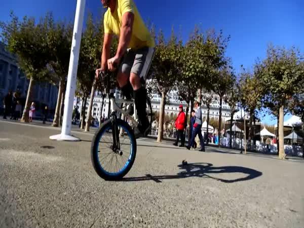 Neuvěřitelní borci na kolech