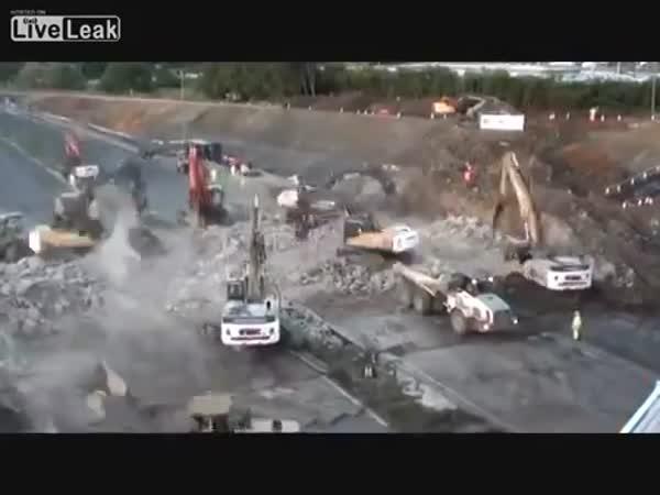 Demolice mostu - timelapse
