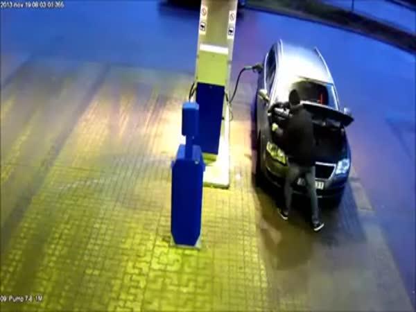 Fail - První návštěva benzínky