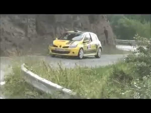 Závod - Auto versus zajíc
