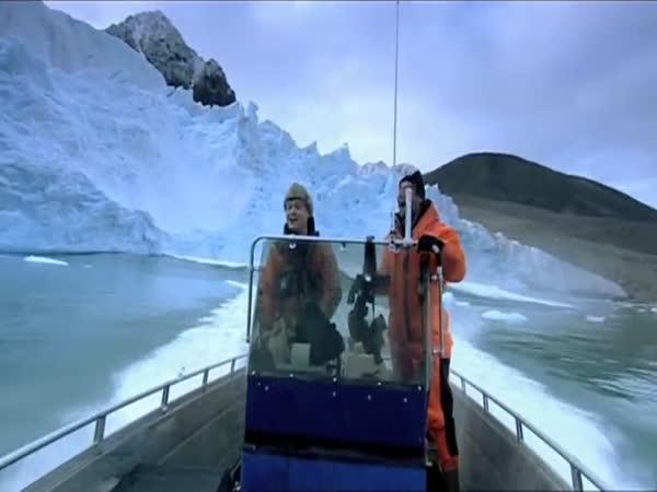 Pád ledovce - nebezpečně blízko