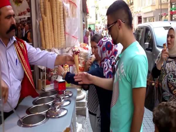 Turecký zmrzlinář - kouzelník