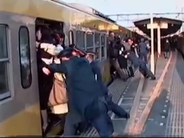 Přecpaný vlak v Japonsku