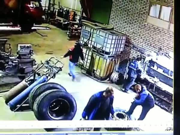 Exploze nafukované pneumatiky