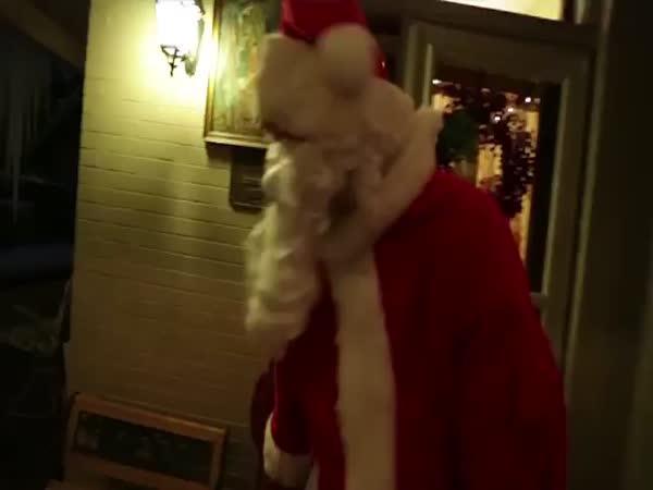 Jak Santa opravdu rozdává dárky