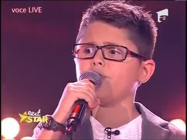 Dětský slepý zpěvák z Rumunska