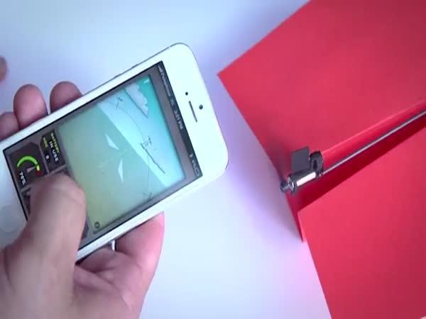 Vlaštovka ovládaná mobilem