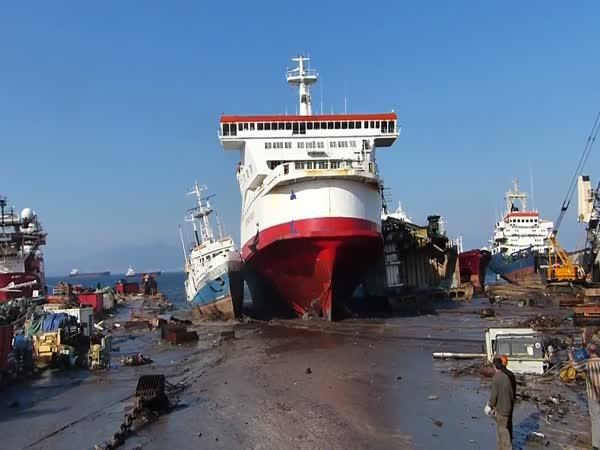 Poslední plavba obrovské lodě