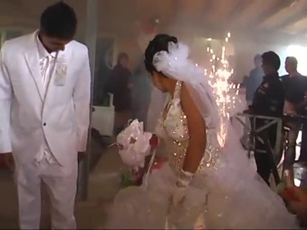 Svatba s výbušninami a ohňostrojem