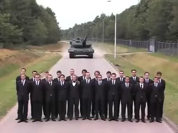 Jak brzdí rozjetý tank