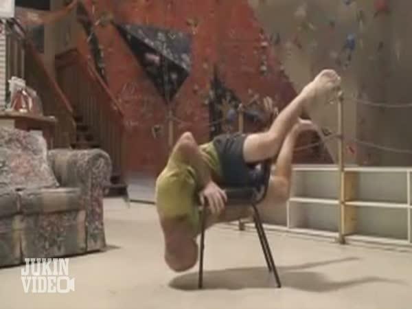 Horolezec vs. židle