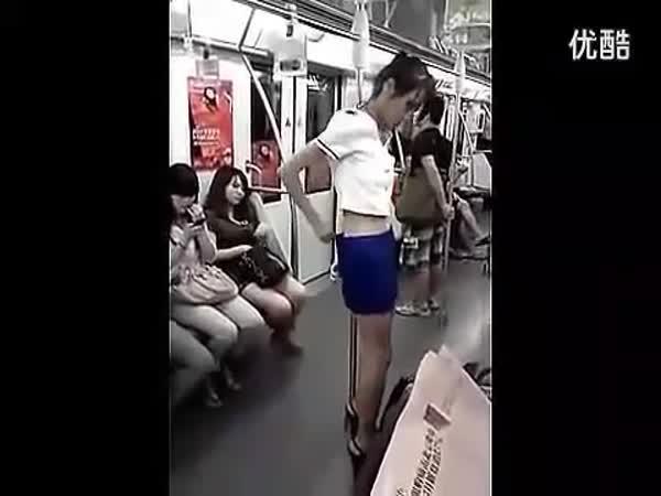 Převlékací kabinka v metru