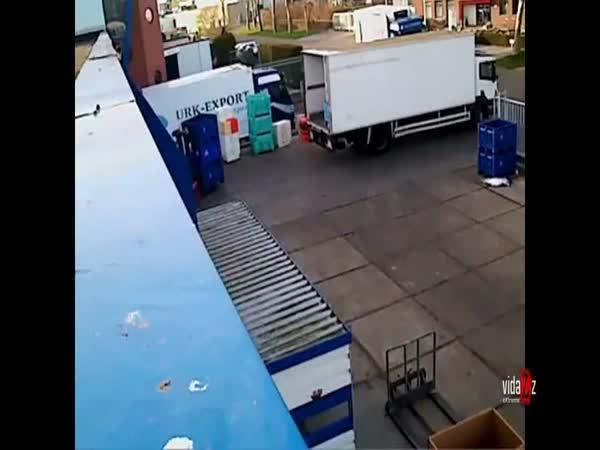 Nakládání do kamionu