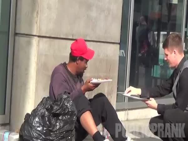 Roznáška jídla bezdomovcům