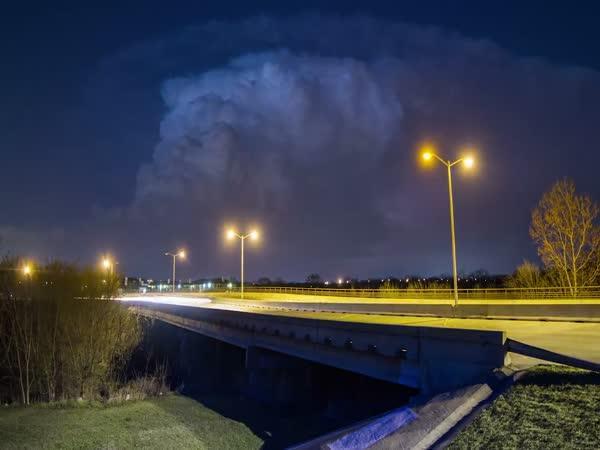 Timelapse - bouřkový mrak