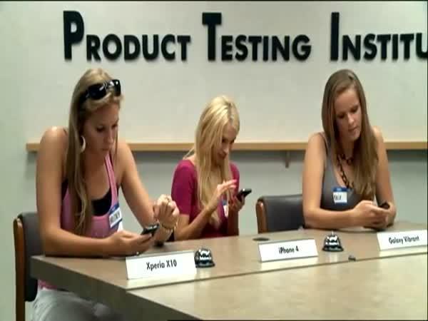 Modelky testují chytré telefony