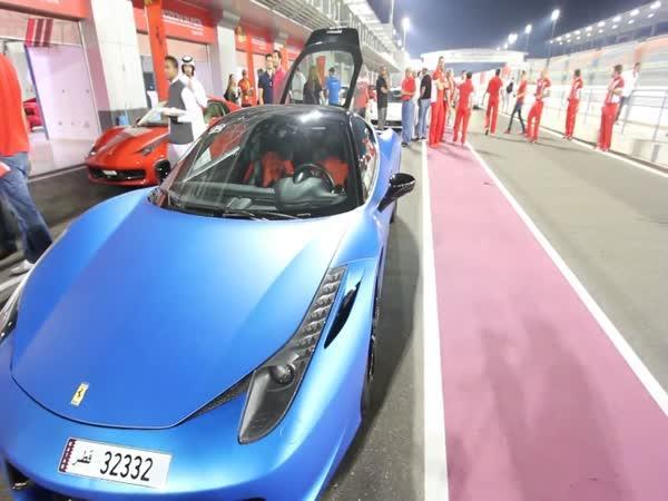 Sraz majitelů Ferrari v Kataru