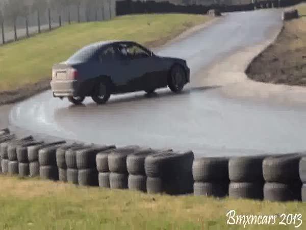 Automobilová škola driftu