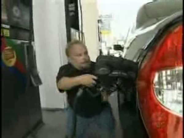Zloději benzínu