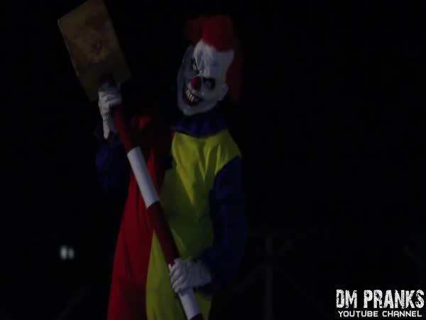 Nachytávka - vraždící klaun